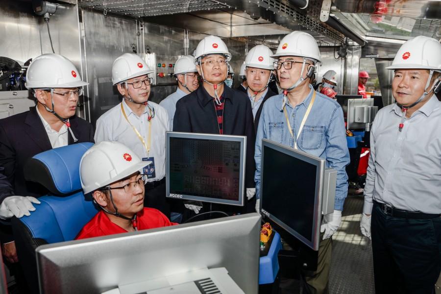 """我国高端钻井装备再添利器:国内首台""""一键.."""