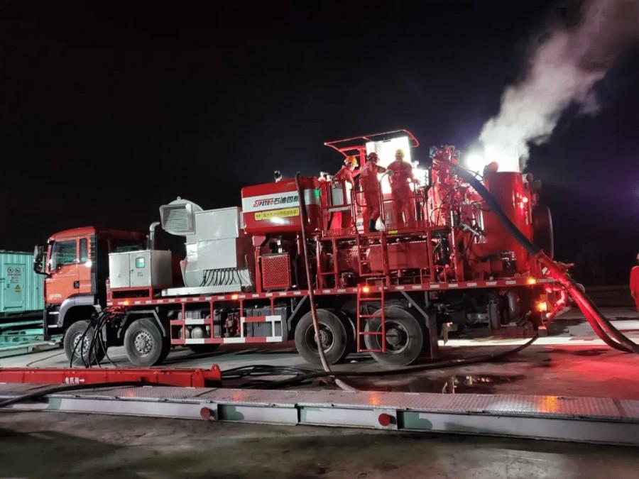 石化机械成功研发世界首台超大功率电动固井车(图为应用现场)